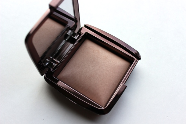 hourglass ambient powder dim light