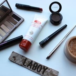 Inside My Sister's Make-up Bag . ..